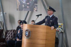 Foto van Dré Kraak tijdens speech voor NAVO in Italië.